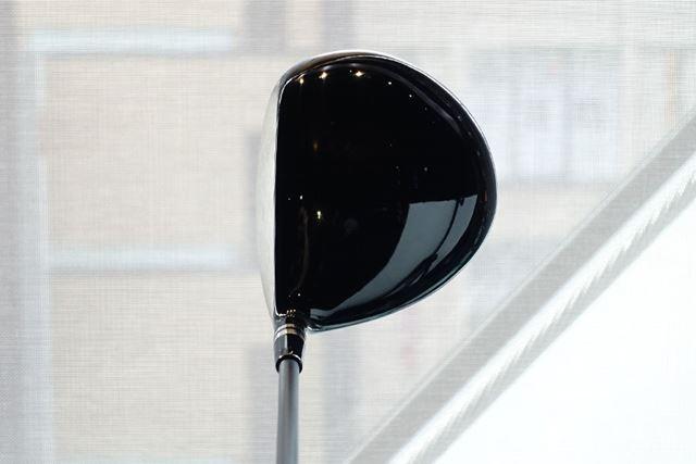 ヘッド体積は460cc。ヘッドに奥行きがあり、構えたときに安心感を与えてくれる