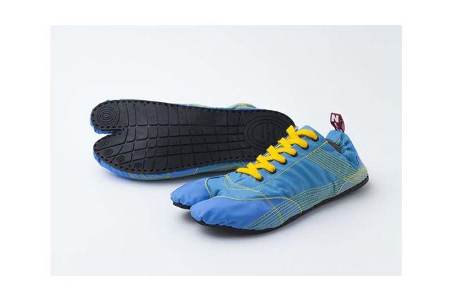 「MUTEKI」のソールには天然ゴムが手縫いで縫い付けられ、裸足に近い感覚で走れます