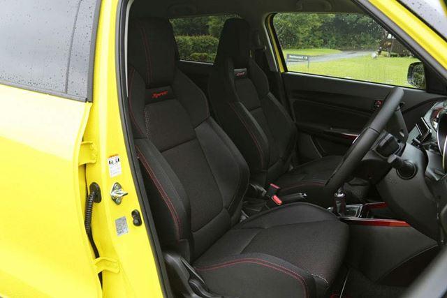 新型スイフトスポーツのヘッドレスト一体型セミバケットシート