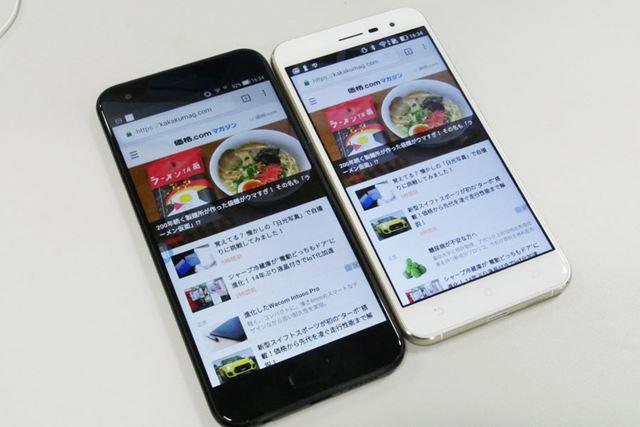 左が「ZenFone 4」で右が「ZenFone 3」。サイズアップした「ZenFone 4」のほうが、文字の視認性が高い
