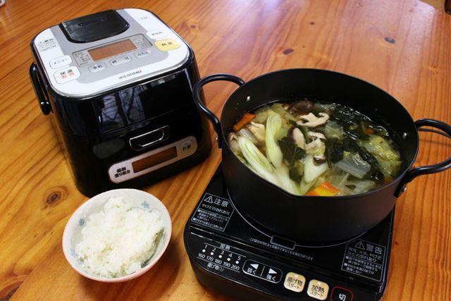 卓上でできる鍋や串揚げなどにすれば、ごはんもおかずも熱々を楽しめますね