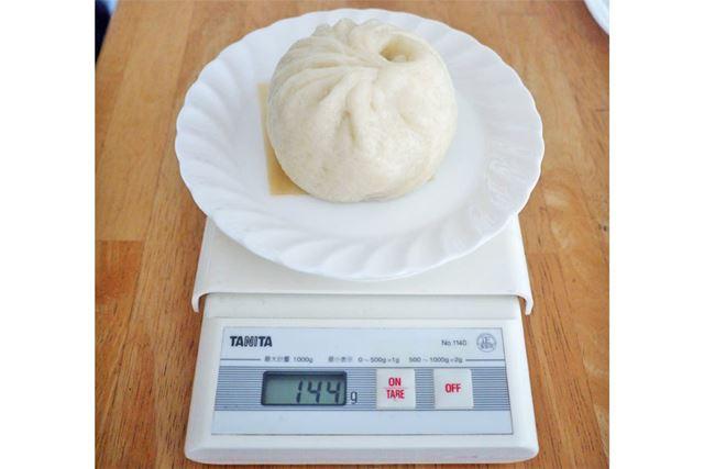 蒸し器で蒸した後の1個の重さは144gでした