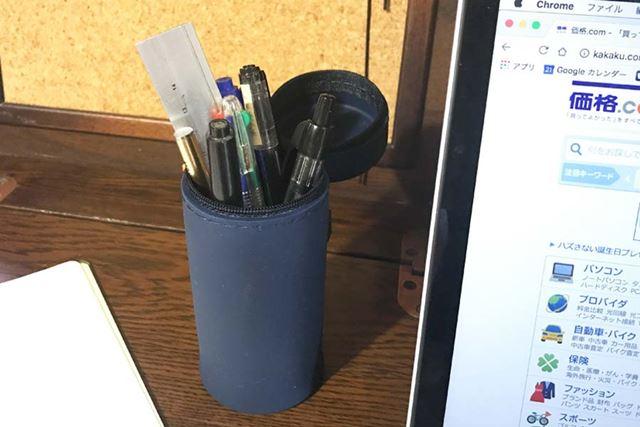 こんな感じで、普段からペン立てとして使っています