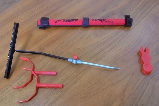 練習器具だけを並べてみましょう。上が「TEMPO-TIMER」、左下が「ROCKROLLER」、右下が「STIMPDIMPLE」です