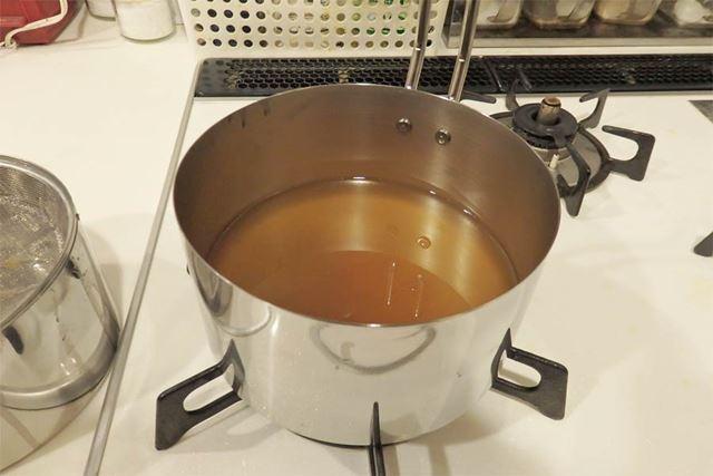 もう一方の鍋を上にかぶせればフタ代わりになり、オイルポットとしてそのまま使用済み油の保存ができます