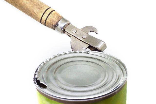 形はいくつかあれど、缶切りは缶詰を開ける必需品