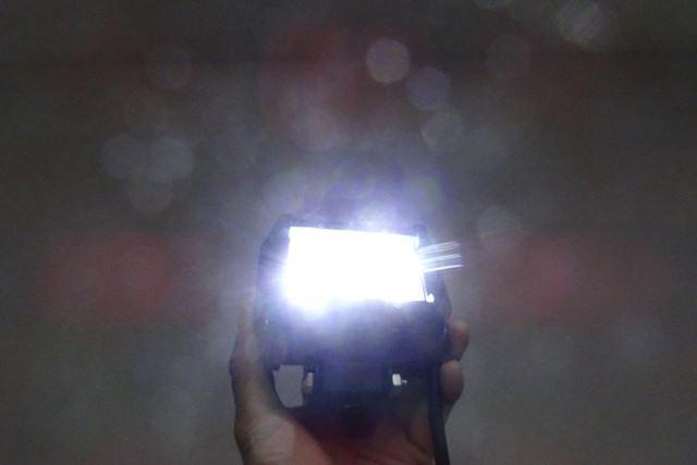 LEDゆえに発熱量は少なく、明るい割には省電力であることも期待できそうです