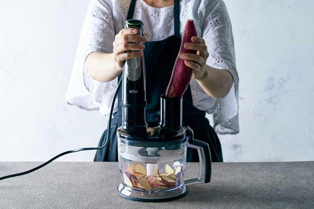 上位モデル「MQ9075X」なら、付属のフードプロセッサーを使って硬い根菜類の下ごしらえも楽チン