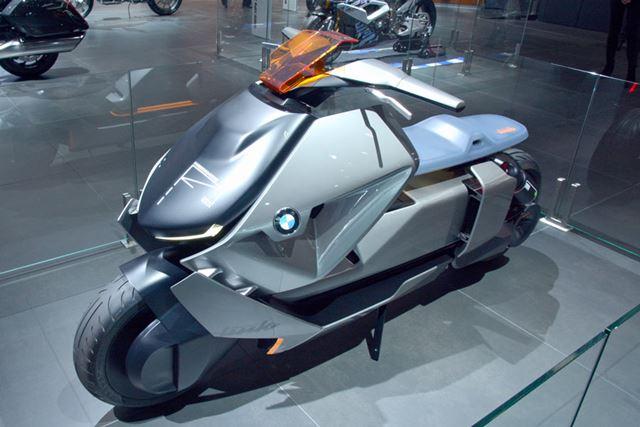 オートバイの「コンセプトリンク」。EVの特徴を生かしたレイアウトで、重心が低く抑えられている