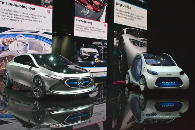 メルセデスベンツが発表した2台のEVコンセプト。左は「EQA」、右はスマート版の「EQフォーツー」