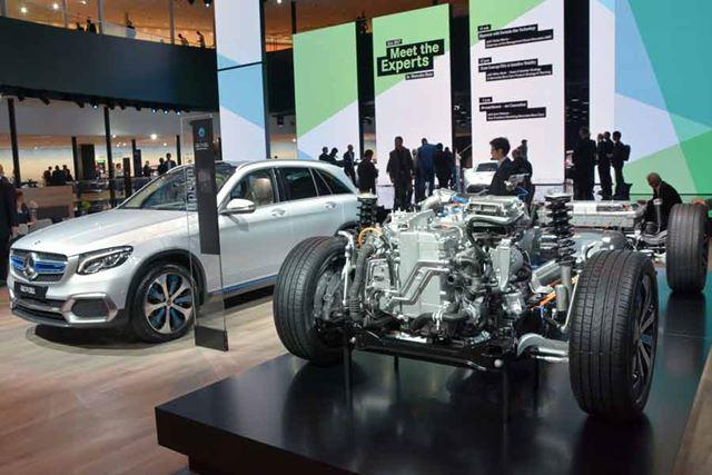GLCをベースにした燃料電池車のコンセプトモデル「GLC F-CELL」。EV以外の可能性も模索している