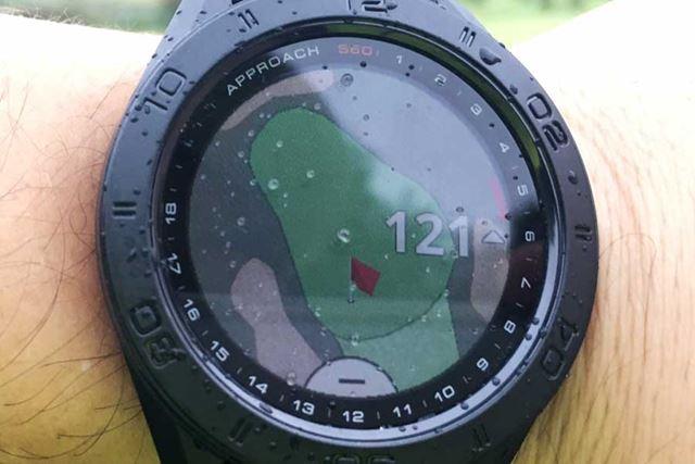 コースレイアウトからグリーンを拡大し、ピン位置を定める。タッチパネルの画面は操作も快適だ
