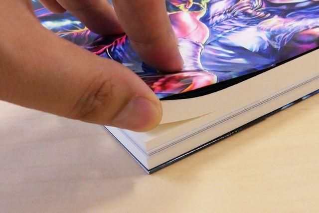 紙を使って実際のマンガのような手触りを再現するこだわりっぷり