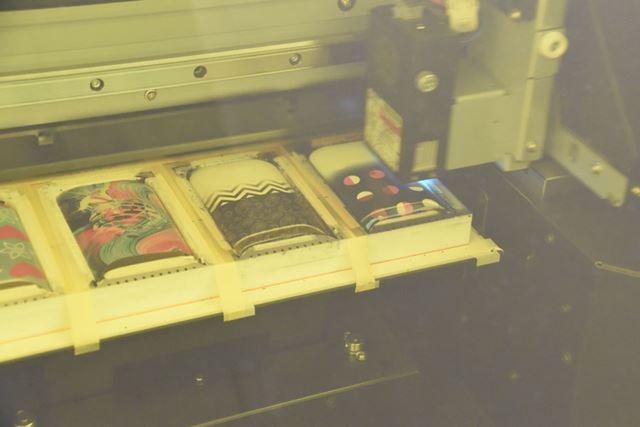 店内にある3Dプリンターで製作が始まる。プリントされていく様子が実際に見られる