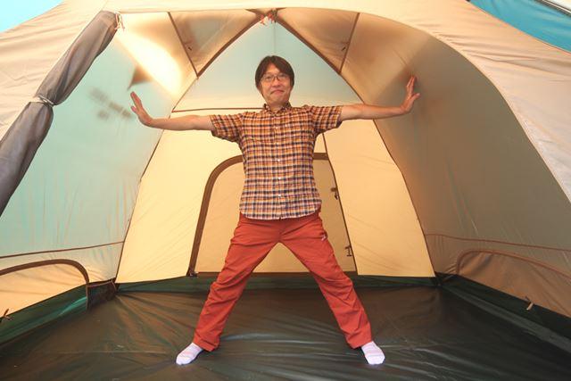 テント内で立つことができれば、出入りや着替えなどがスムーズに行えて快適!