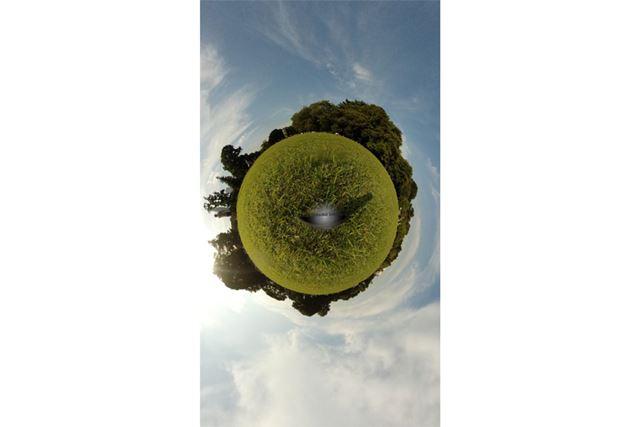 前述の「セルフタイマー撮影」で撮った写真をリトルプラネットにした画像