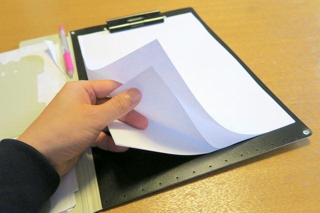 クリップボードにコピー用紙を装着