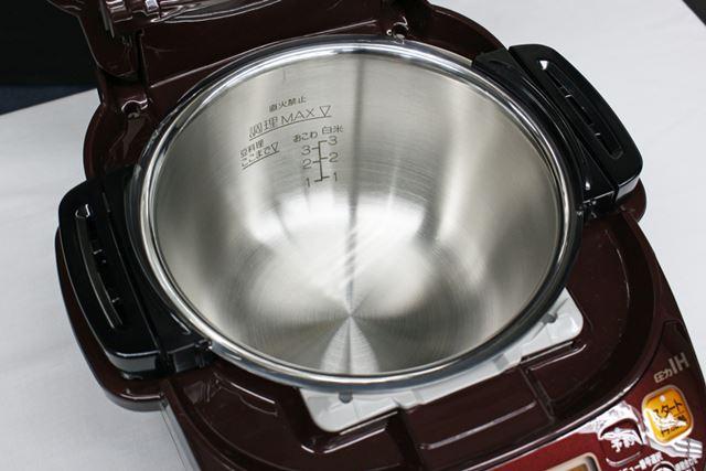 鍋に食材や調味料を入れたら、あとは調理方法を設定するだけ!