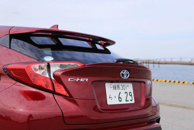 トヨタ「C-HR」のリアイメージ。真後ろも視認できる面積が少なくてかなり見にくいといえる