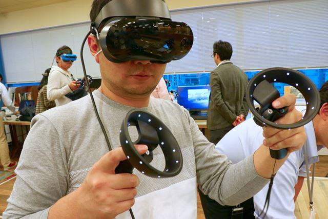 富士通が11月下旬に発売するWindows Mixed Reality対応のヘッドマウントディスプレイ