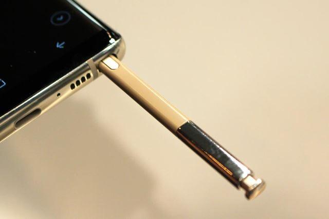 本体に収納されているSペンを取り出すだけで、画面にメモを記録できるアプリが起動する