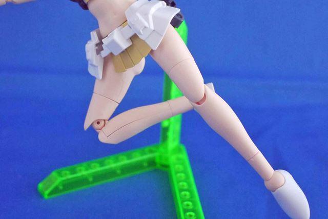 ひざの関節部分もよく動きますが、つなぎ目が結構出てしまいますね