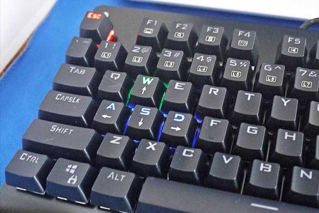 こちらはFPSモード。左端だけ光ってほかのキーは光りません