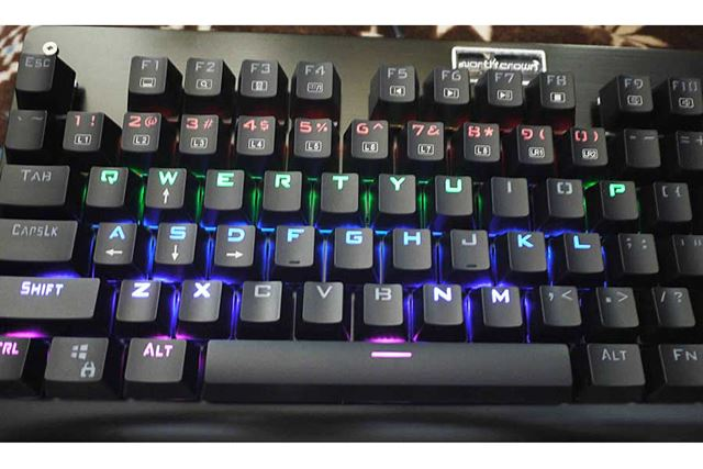 これはRTSモード。上部のキーだけ光ってほかは光りません