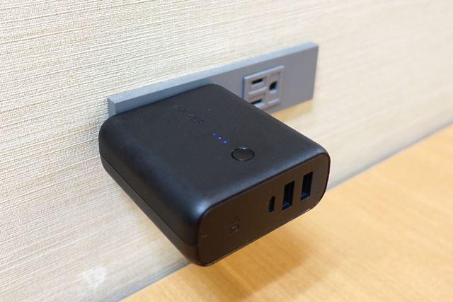 折りたたみ式のコンセントを電源プラグに挿し込むだけで充電できます