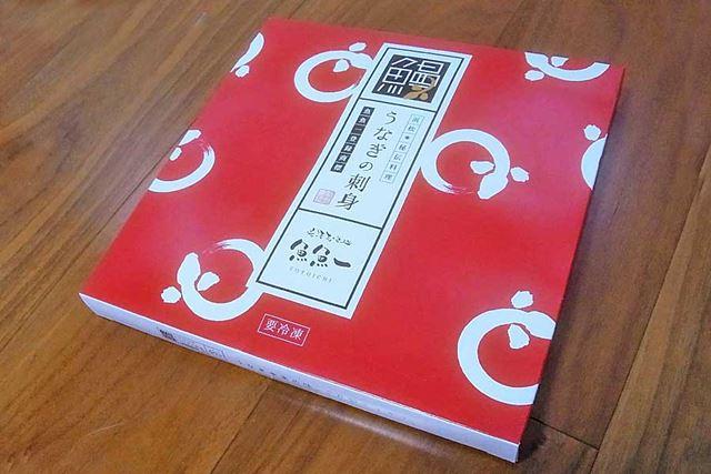 筆者は自宅用の簡易包装仕様(紙パッケージ)で注文。贈答用には高級桐(きり)箱仕様のものもありますよ