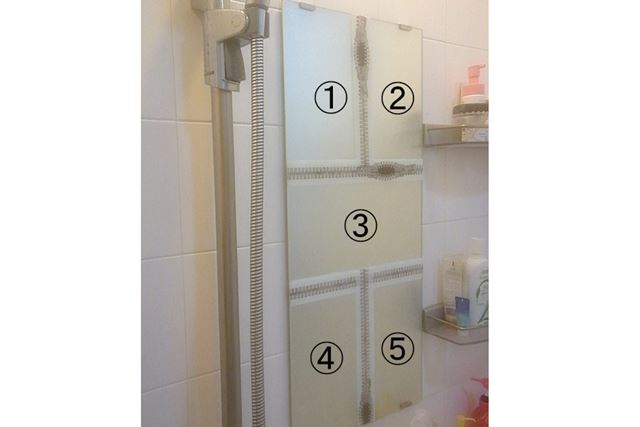 浴室鏡を5分割し、それぞれの区域に対して1製品を使ってみます