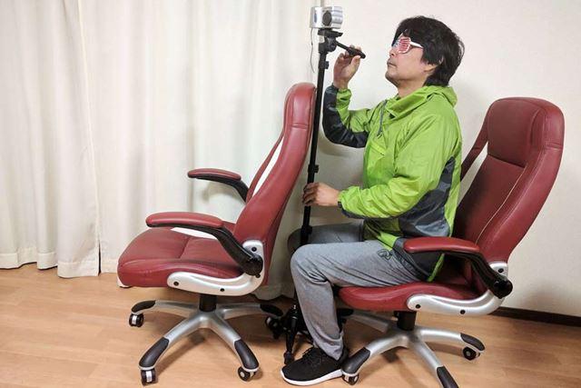 前の椅子が近くて三脚を展開できない場所でも使えます!