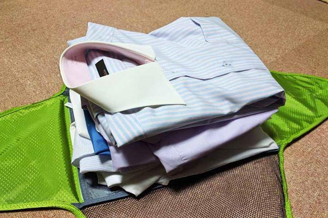 ワイシャツ6枚。かなりの厚みですが…