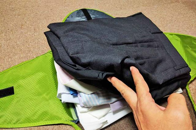 さらにスーツのズボンを2枚追加!
