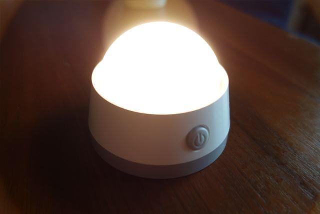 使い方3:カバーを外せばベッドサイドなどに置ける小さな間接照明に。丸っこいシルエットがかわいいですね