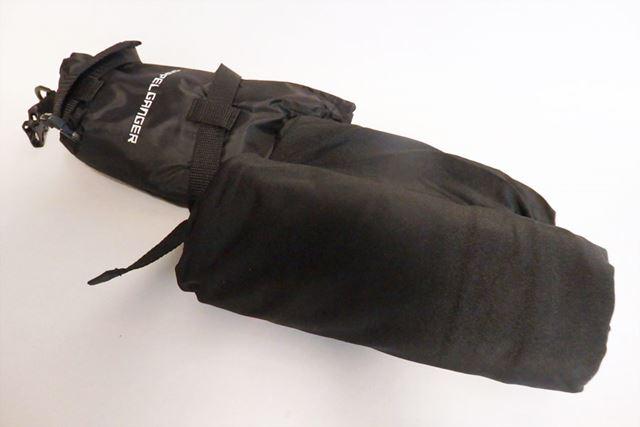バッグの生地はポリエステルで、ジャージーのような素材