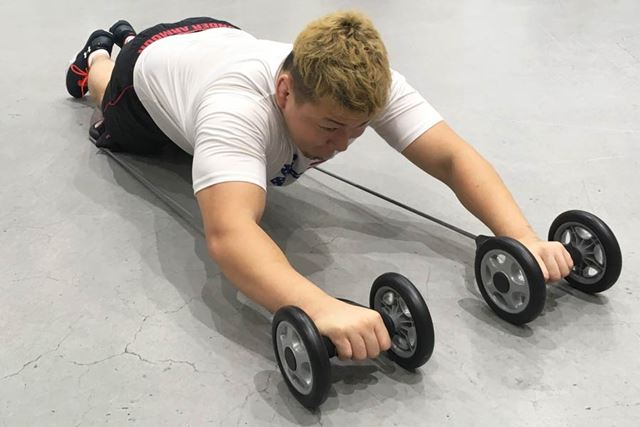 腹筋、背筋、肩、上腕…上半身のすべてが鍛えられる!