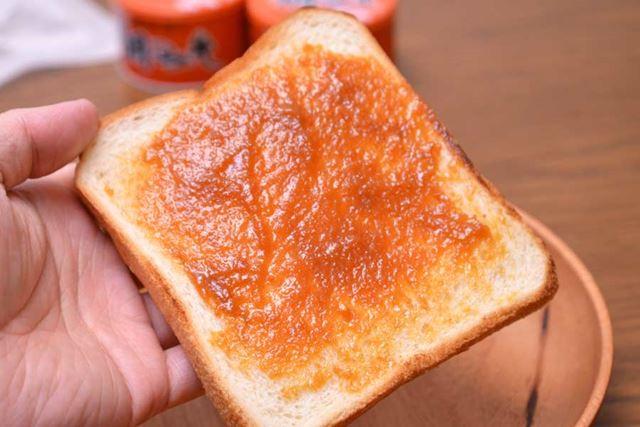 硬めペーストの鯛みそは、パンにも塗りやすい!