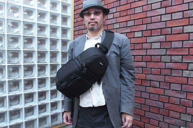 スリングバッグとしてはちょっと大きめですが…