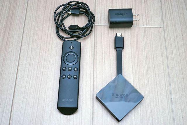 パッケージには本体、リモコン、ACアダプターとUSBケーブルが同梱されている