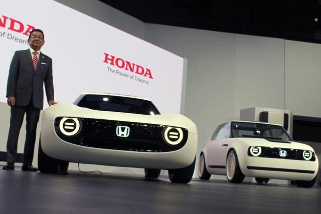 3種類のEVコンセプトや、国内でも2018年に発売される人気のSUV「CR-V」などが展示されたホンダのブース