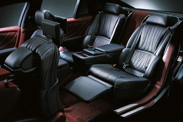 レクサス 新型「LS」22Way調整式リヤパワーシートと電動オットマン