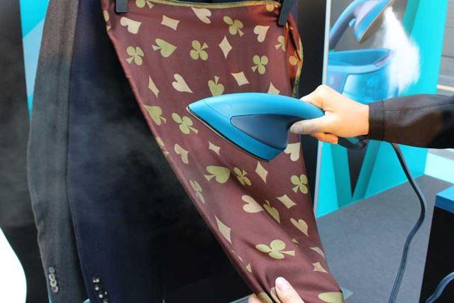スカーフのような薄手の素材も、スチームだから安心してケア