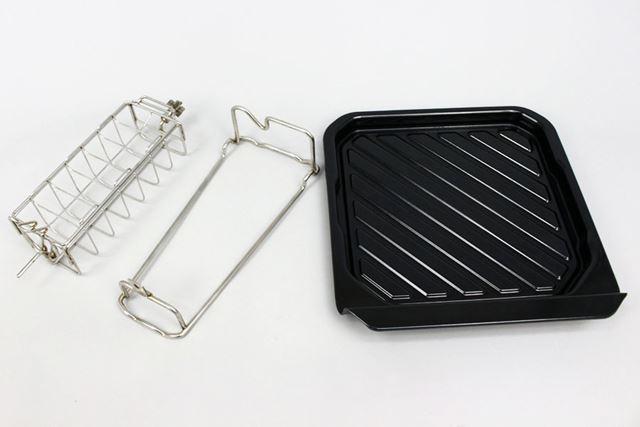 ロティサリー調理では、専用のかごと受け皿を使用します