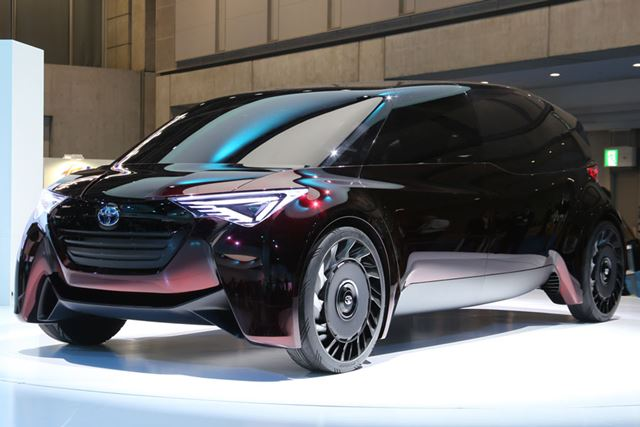 FCVで3列シートのミニバンであるトヨタの「Fine-Comfort Ride」。次世代の高級ミニバンの姿を暗示している
