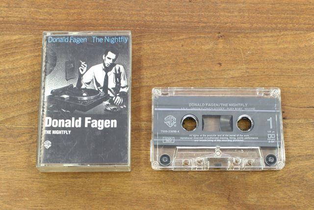 かつて、アーティストの音楽アルバムがカセットテープで発売されていた時代もあった
