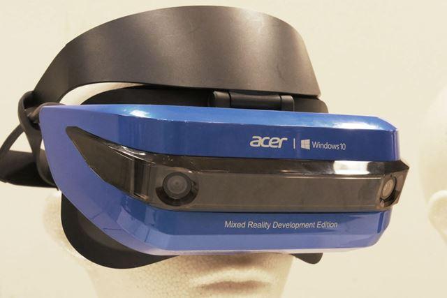 視界を完全に覆うMR対応ヘッドセット。見た目や機能はVRヘッドセットとあまり変わらない