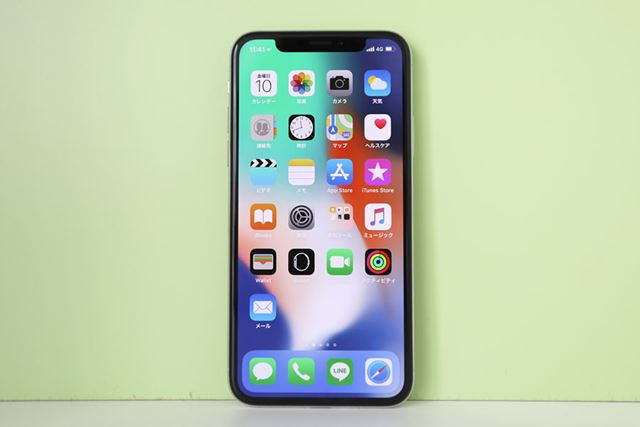 iPhone誕生10周年を記念するiPhone Xは、デザインや操作性が大幅に変わっている