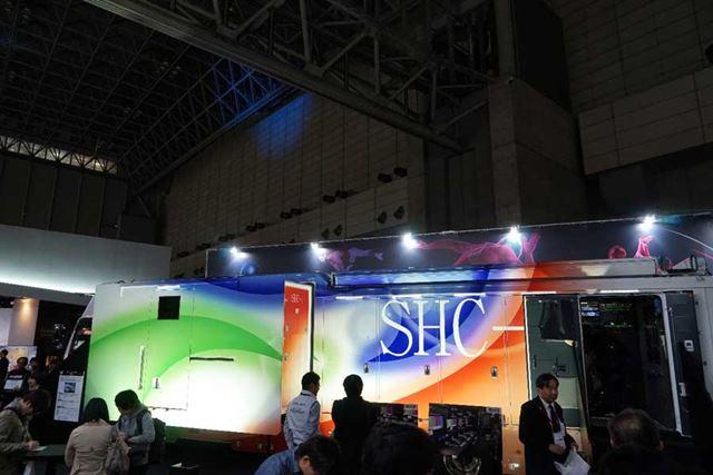 NHKの所有するスーパーハイビジョン中継車も実物を展示