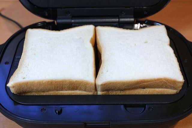 食パンは6枚切りを使用。2食分がすっぽり収まります。耳ごと入れてOK